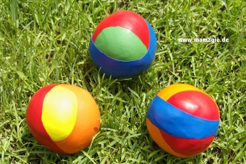 juguetes con materiales reciclados, pelotas hechas con globos