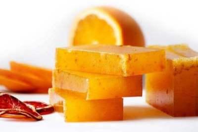 Jabones artesanales decorados con ralladura de naranja
