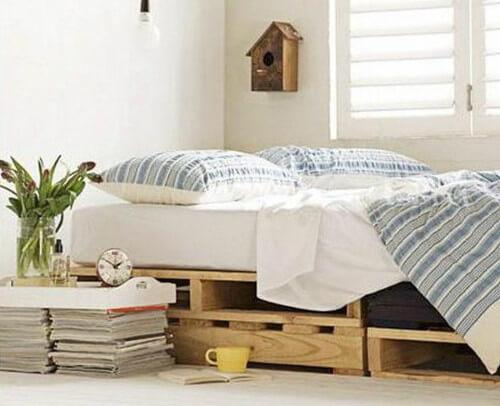 Modelo de cama simple de palets