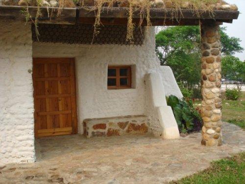 Casas hechas con botellas terminaciones