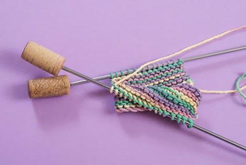 Trucos para tejer con corchos reciclados