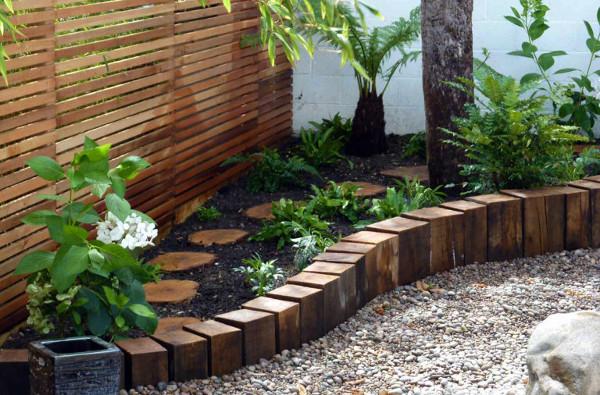 Senderos de jardin con maderas y troncos