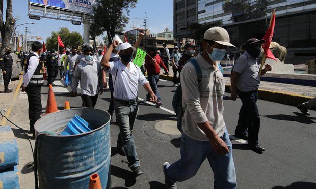 Obreros bloquearon las principales calles de Arequipa y generan congestión  Foto: Leonardo Cuito