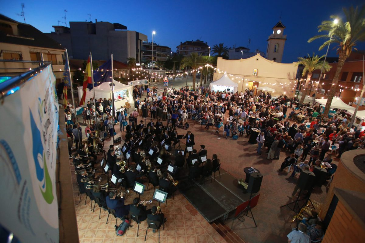 Los Montesinos agasaja a los regantes de toda España con una multitudinaria verbena musical y gastronómica