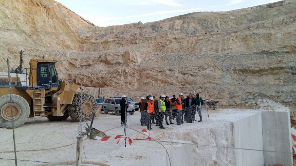 Fallece un trabajador en una cantera de mármol del municipio de Algueña