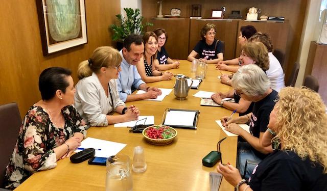El alcalde se compromete con la Asociación de Aparadoras de Elche a dar voz a sus reivindicaciones