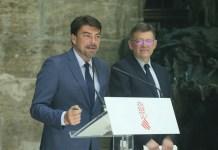 Luis Barcala interviniendo en un acto junto a Ximo Puig
