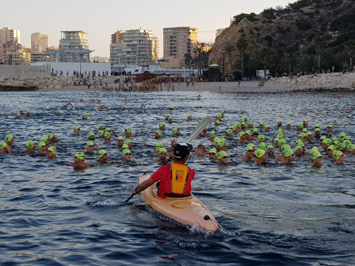 560 nadadores participan en la V Travesía a Nado al Peñón de Ifach