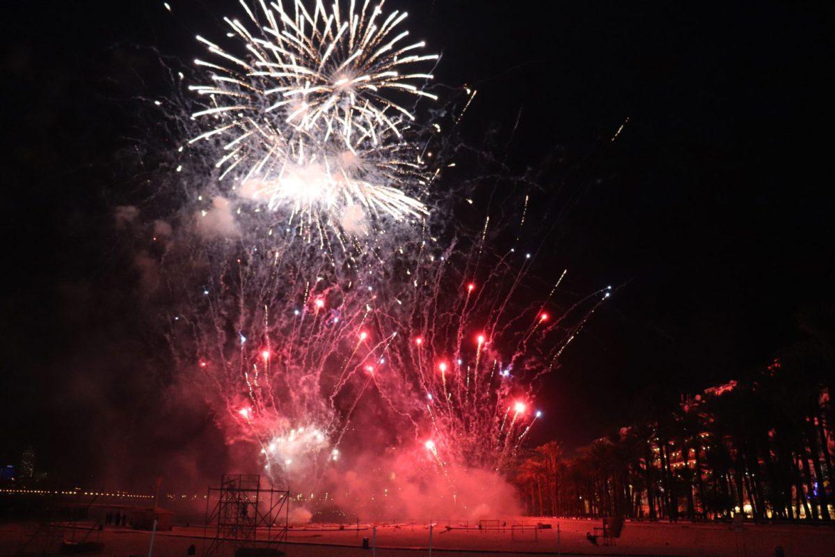 Un espectacular castillo de fuegos artificiales puso el broche de oro a las Fiestas de Benidorm