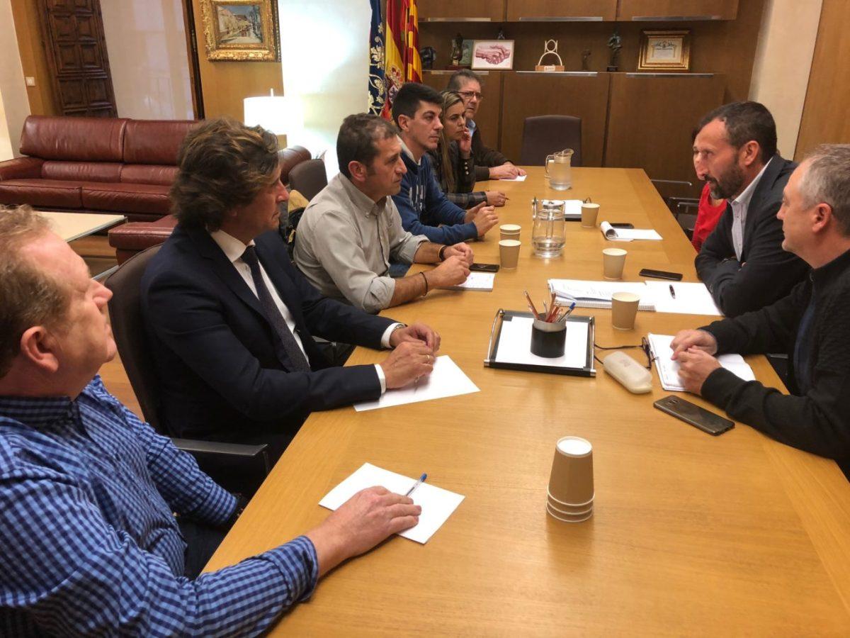 El alcalde de Elche se reúne con representantes de los placeros del Mercado Central