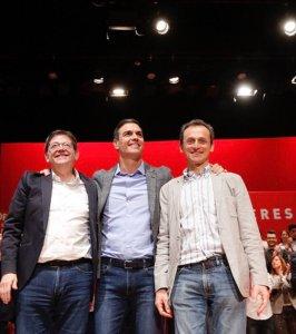 Ximo Puig, Pedro Sñanchez y Pedro Duque posando sonrientes en su acto en Alicante/ @PSOE