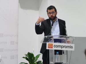Ignasi Candela interviniendo en un acto de Compromís.