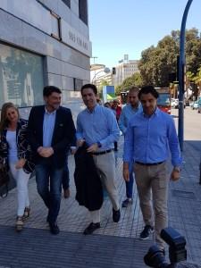 García Egea llegando a la sede del PP de Alicante junto a Barcala, Dolón y Ortiz /Alex Ferrer