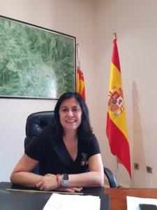 Nely Ruiz sonriendo en su despacho de la Alcaldía de Redován / Alex Ferre