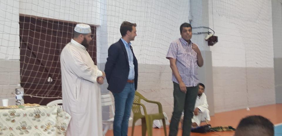Unas 400 personas celebraron ayer la oración de el 'eid al-fitr'