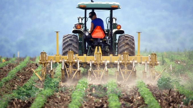 maquinaria-agricola-soil-386749_1280
