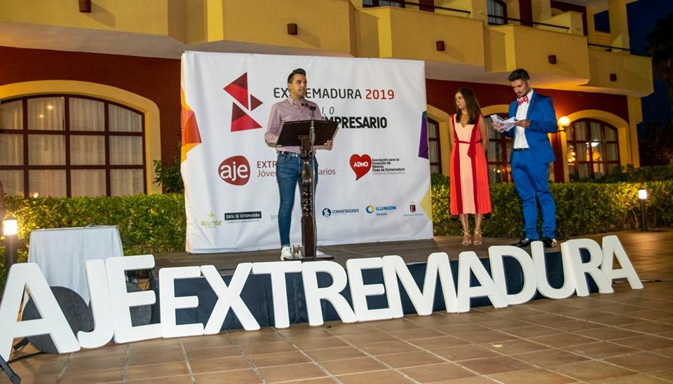 Ismael Villalobos de Matías, fundador y CEO de La Casa de las Carcasas,  ha obtenido el Premio Joven Empresario 2019 de la Asociación de Jóvenes Empresarios de Extremadura (AJE Extremadura).
