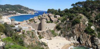 Playa española en la costa brava, tossa de mar