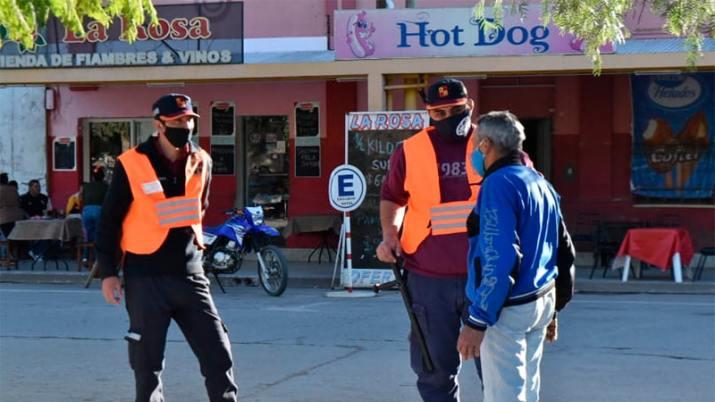 Coronavirus en Santiago: Restringen desde mañana la libre circulación en Capital y Banda
