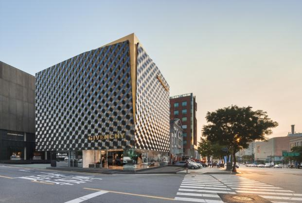 Givenchy-piuarch-Seoul-South-Korea-Shin-Kyungsub (4)