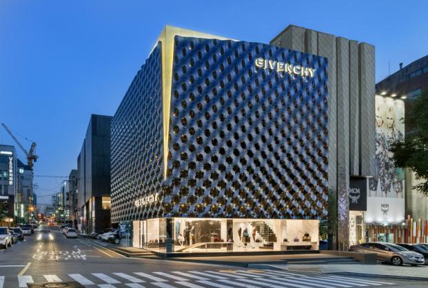 Givenchy-piuarch-Seoul-South-Korea-Shin-Kyungsub (5)