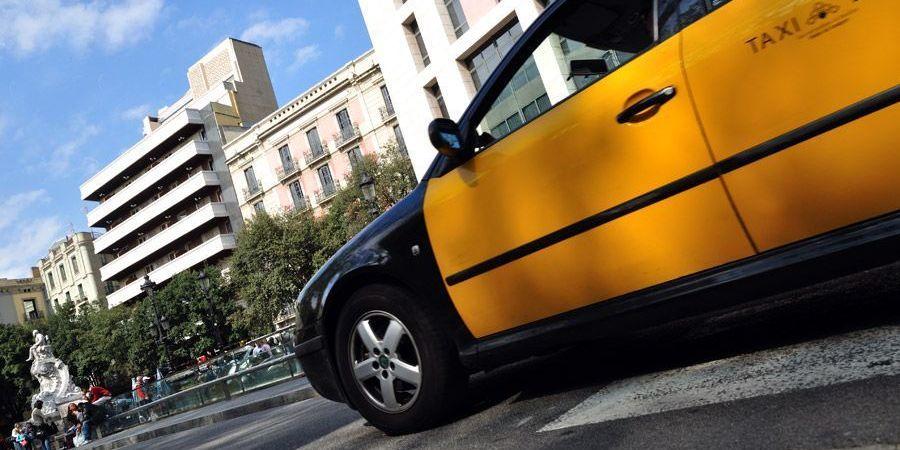 aparecen, taxis, Barcelona, cristales, rotos,