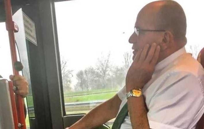 Secretario de Estado conductor de autobús