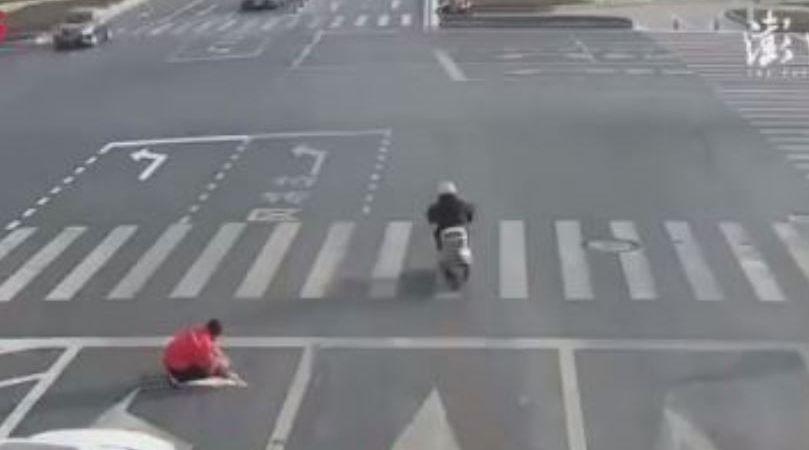 ciudadano, chino, pinta, flecha, asfalto,