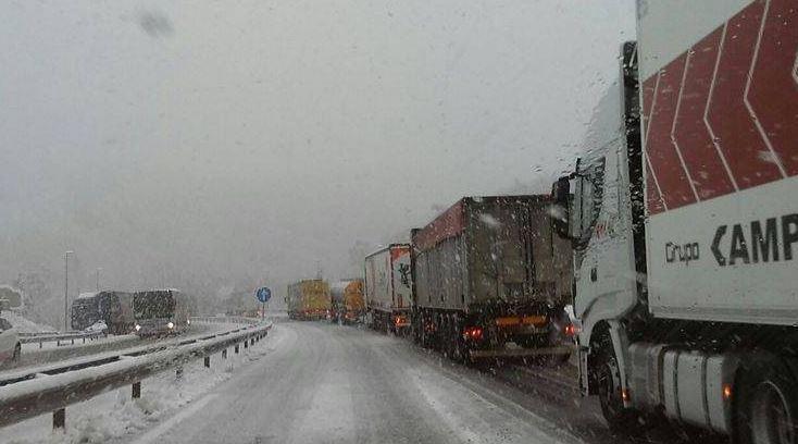 consejos, conducción, nieve, Tom Tom Telematics, camioneros, flotas, conductores,