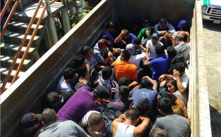 rescatan 103, migrantes, camión, México,