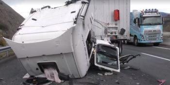 accidente, camiones, A-67, carriles, autovía,
