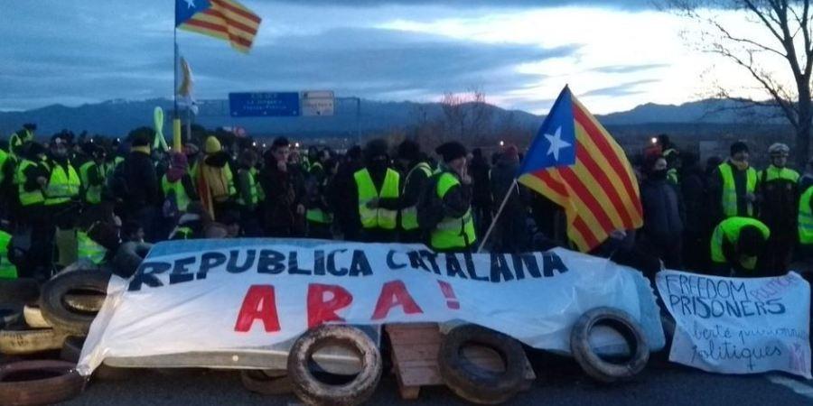 manifestantes, cortan, AP-7, Figueres,