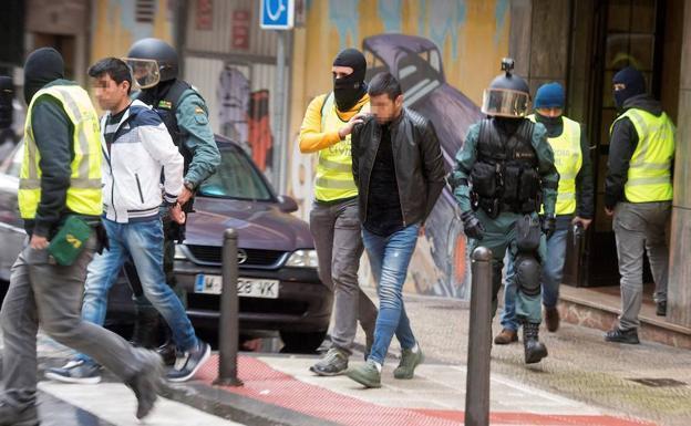 detenidos, tráfico, inmigrantes, puerto, Bilbao, Santander,
