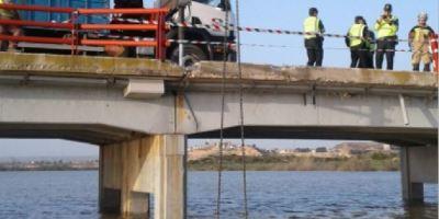 rescatado, cuerpo, coche, caído, Ebro, autobús,