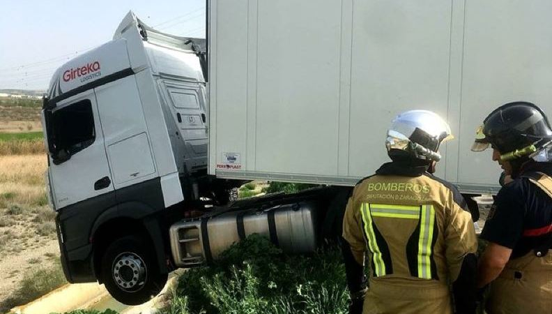 rescatado, borracho, camionero, caer, talud,