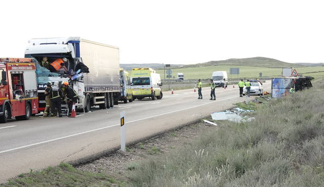 N-II, Pina de Ebro, herido, grave, leve, camiones,
