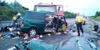 colisión, fallecen, camión, microbús, Rumania, retransmitiendo, Facebook,