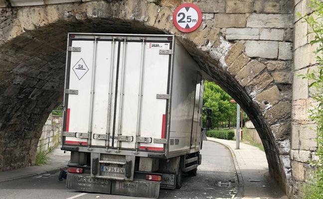 camión, frigorífico, empotra, Puente San Marcos, León,