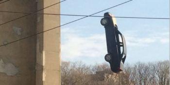 como, llegó coche, debajo, puente,