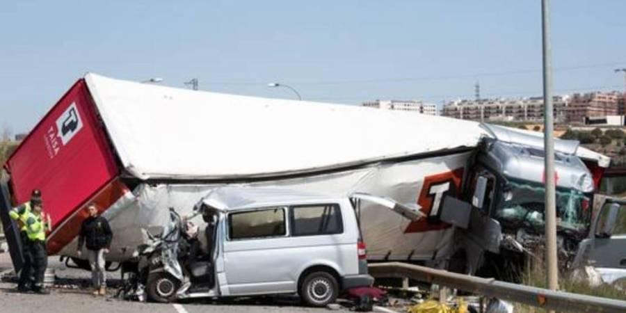 tres, fallecidos, dos, heridos, colisión, camión, furgoneta,