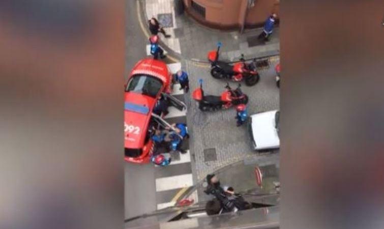 policía loca, arrestó, conductor, repartidor, furgoneta, Gijón,