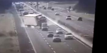 accidente, reventón, camión, autopista, Italia,
