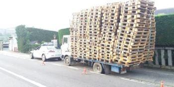 inmovilizan, camión, carga, palés, Ourense,