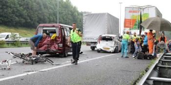 nueve, heridos, colisión múltiple, turismos, camiones, autobús,