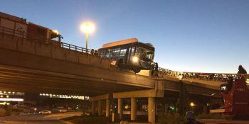 autobús, suspendido, puente, Madrid, conductor, ileso,