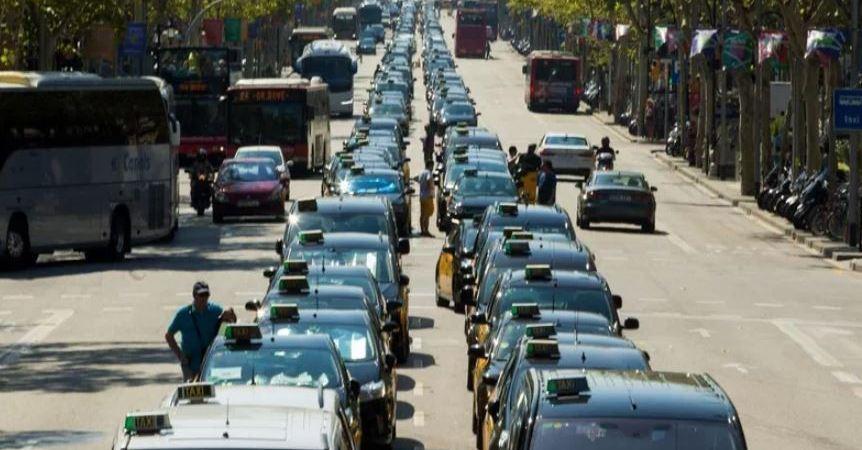 claves, conflicto, taxis, VTC, Ministerio Fomento, taxistas,