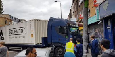 camión, atascado, barrio, Londres, maniobras, vídeo,
