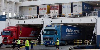 camiones, barcos, transporte, marítimo, colaboradores, actualidad, transporte,