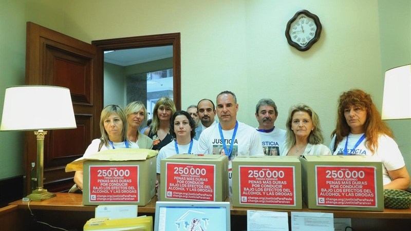 250.000, firmas, piden, endurecer, penas, consumo, alcohol y drogas,