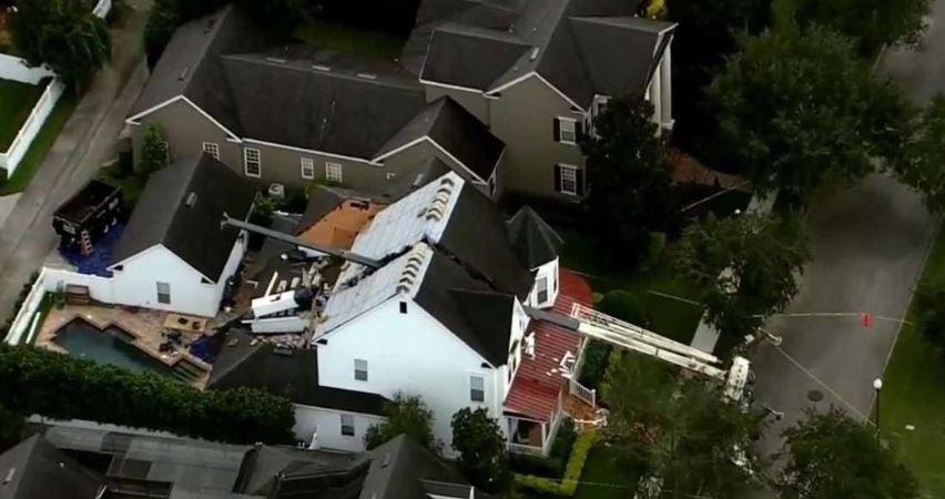 camión. grúa, cae, tejado, obras, mantenimiento, Florida, Orlando,
